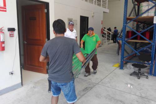 La ayuda se distribuye en coordinación con las municipalidades provinciales y distritales.