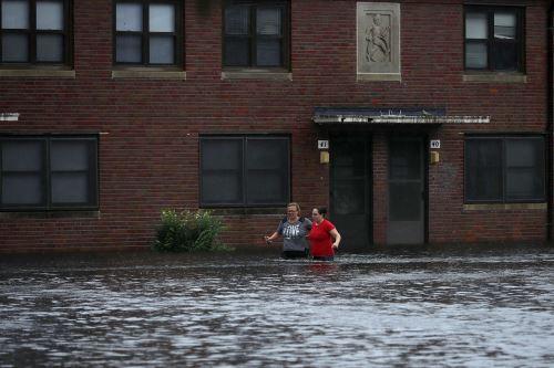 Calles inundadas en Carolina del Norte