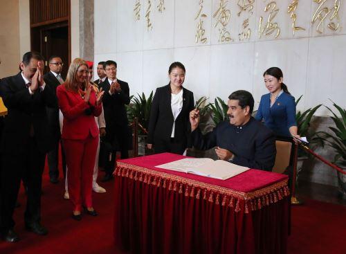 Maduro firmó 28 acuerdos