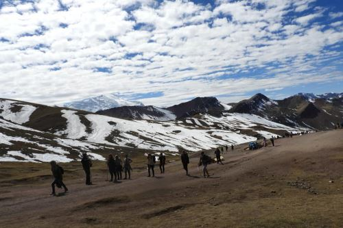 Pobladores de comunidades se enfrentaron por la administración de la ruta turística a Vinicunca.