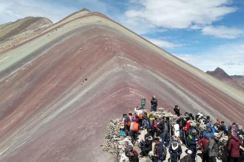 Autoridades de Cusco verán alternativas de solución a problemas en montaña Vinicunca.