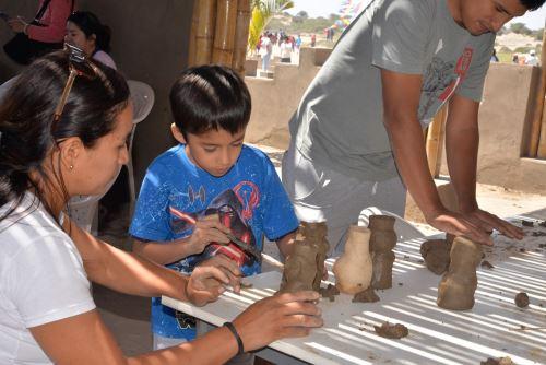Museo de Sitio Chotuna-Chornancap ofrece talleres de moldeado y modelado en arcilla.