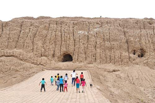 Museo de Sitio Chotuna-Chornancap está ubicado a 8.5 kilómetros al oeste de la ciudad de Lambayeque.