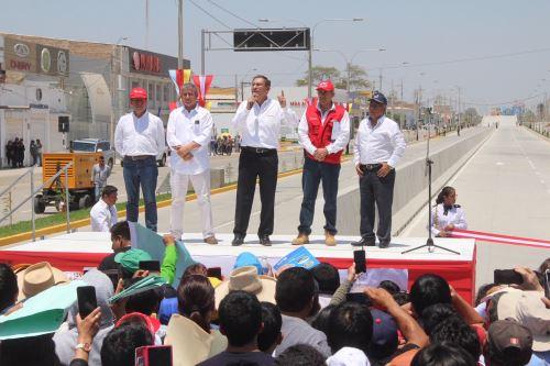 Presidente Martín Vizcarra inauguró obras en remodelada avenida de Piura.