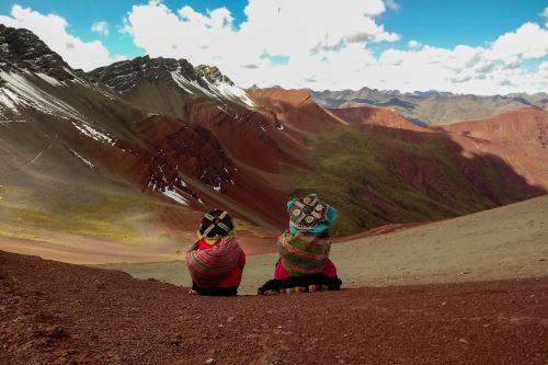 La montaña Vinicunca se ubica entre las provincias de Quispicanchi y Canchis.