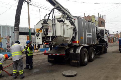 En las labores de limpieza participarán tres máquinas hidrojets y una cisterna de agua.
