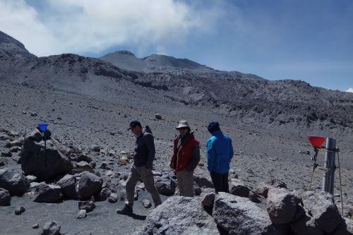 Investigadores franceses pudieron observar algunas explosiones del volcán Sabancaya, ubicado en la región Arequipa, a menos de cuatro kilómetros del cráter.