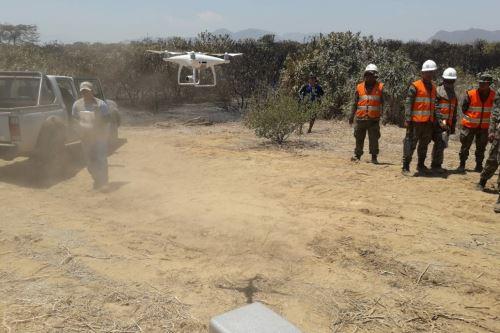 Equipos tecnológicos ayudan a combatir el incendio forestal en Pómac.