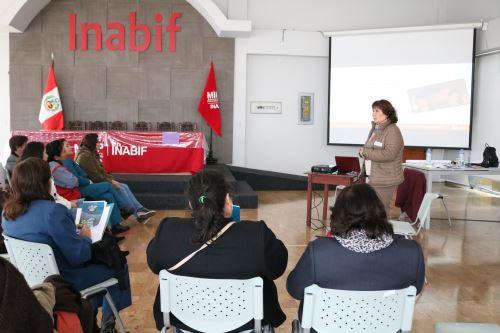 Capacitan a operadores del Inabif en el uso de la metodología del arterterapia con niñas y adolescentes víctimas de explotación sexual y trata de personas.