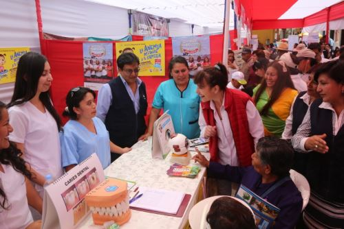 La ministra Pessah supervisó la Feria de la Salud, instalada en el frontis de la Municipalidad Provincial de Mariscal Nieto.