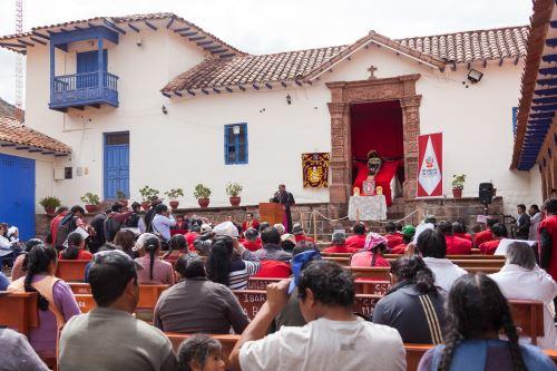 Señor de los Temblores inició histórico recorrido, que lo llevará a la ciudad del Cusco, luego de la restauración al que fue sometido.