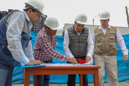 Ministro de la Producción, Raúl Pérez-Reyes, inspeccionó el desembarcadero pesquero artesanal de Ilo, en la región Moquegua.