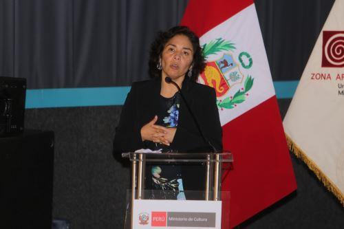 Ministra Balbuena participó en la ceremonia por el 24° aniversario del inicio de los estudios y la puesta en valor de Caral.