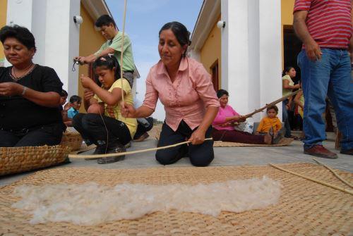 Se diversificará la oferta turística en el Santuario Histórico Bosque de Pómac, donde los visitantes aprenderán a elaborar productos derivados del bosque (miel y algodón nativo).