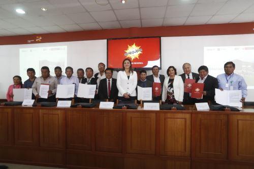La gobernadora Yamila Osorio y los alcaldes arequipeños se comprometieron a apoyar proyecto.