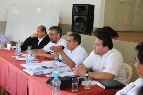 Por más de ocho horas, el ministro Gustavo Mostajo sostuvo reunión de trabajo con representantes de organizaciones cafetaleras de Junín.