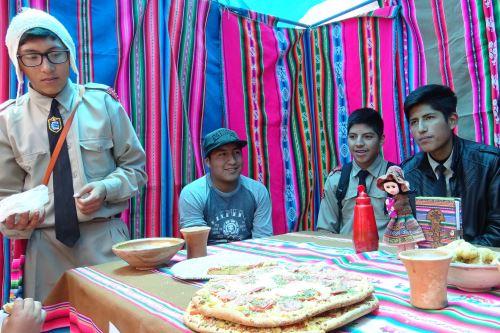 Entre las novedades presentadas por los escolares puneños figura la pizza de quinua.