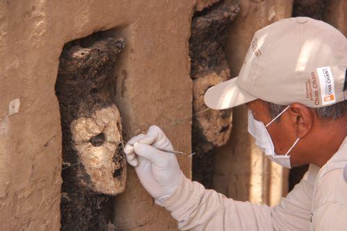 Un total de 19 esculturas de madera en perfecto estado se hallaron en Chan Chan.