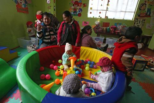 Se utilizan juguetes para desarrollar capacidad de aprendizaje de los niños.