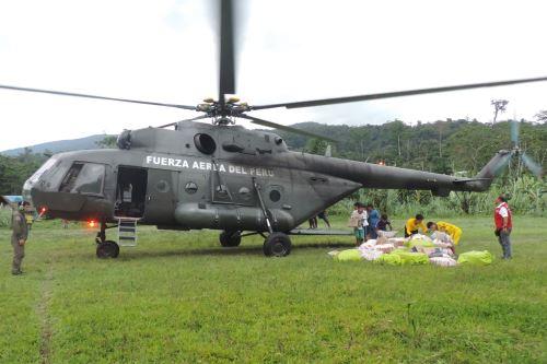 Desde la base militar Urakusa, región Amazonas, se trasladaron los alimentos del servicio alimentario hasta los centros de acopio.