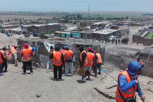 Durante el desalojo en Pativilca se retiraron 50 módulos de material precario utilizados por los invasores.