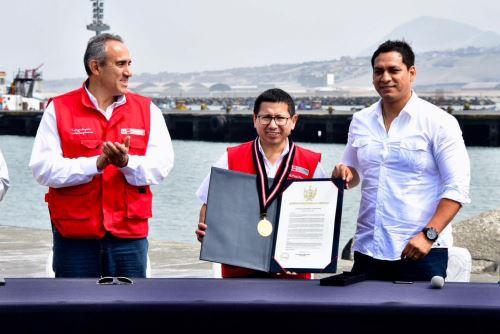 Ministro de Transportes y Comunicaciones, Edmer Trujillo, encabezó ceremonia de transferencia del terminal portuario de Salaverry.