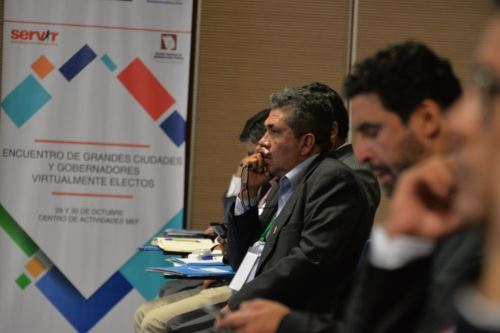 En la reunión participaron las autoridades regionales y locales recientemente electas.