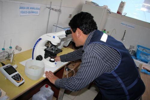 Urge la desinfección de los sistemas de abastecimiento y del agua de consumo en zona rural de Chimbote, para garantizar la calidad del agua.
