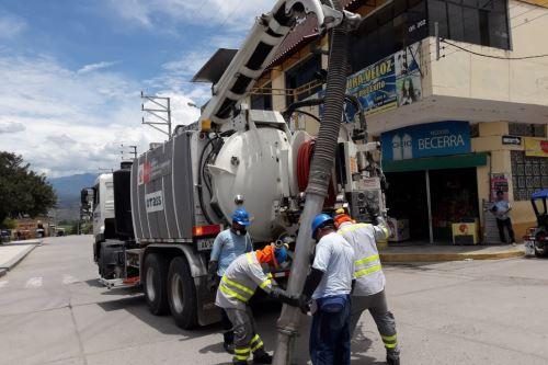 La campaña de limpieza de redes de alcantarillado empezó en la ciudad de Tumbes.