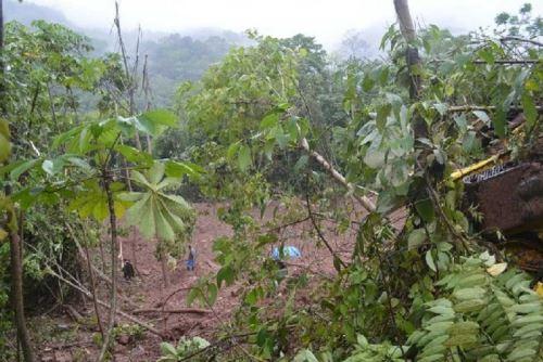 Huaico afectó un tramo de la carretera en Codo del Pozuzo.