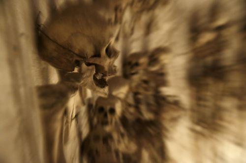 Detalle de uno de los cráneos que 'adorna' el ambiente bajo el domo del templo.