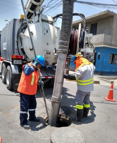 Se realiza el mantenimiento preventivo de las redes de alcantarillado de Ica.