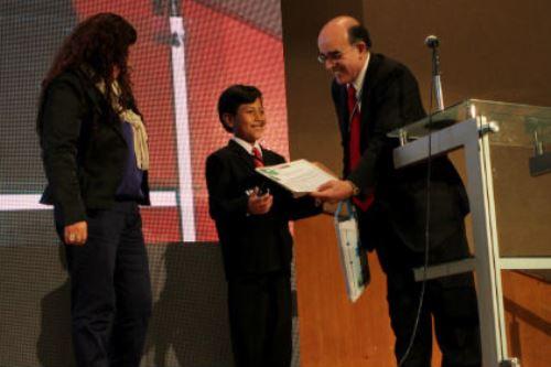 Su modelo de Eco-Banco ha recibido reconocimiento internacional.
