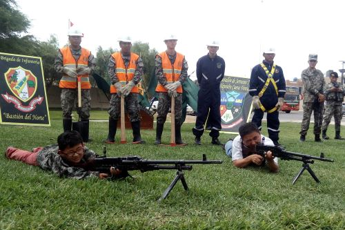 El Ejército del Perú realizó una exhibición de su armamento en la explanada del Museo Tumbas Reales.