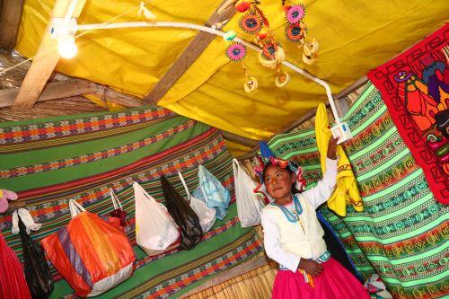 Los Uros son una cultura milenaria asentada en el lago Titicaca.