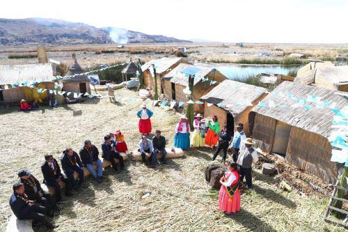 Gobierno invirtió en la instalación de paneles solares en las islas de los Uros.