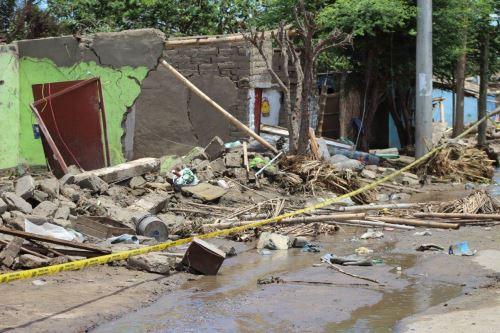 La vivienda desplomada a causa del sismo estaba construida de adobe.