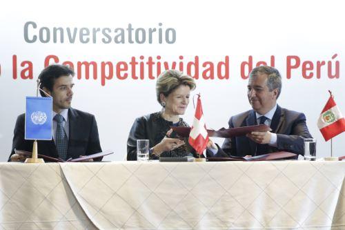 Convenio fue suscrito por el ministro de la Producción, Raúl Pérez-Reyes y por la representante del Gobierno de Suiza, Marie-Gabrielle Ineichen-Fleisch.