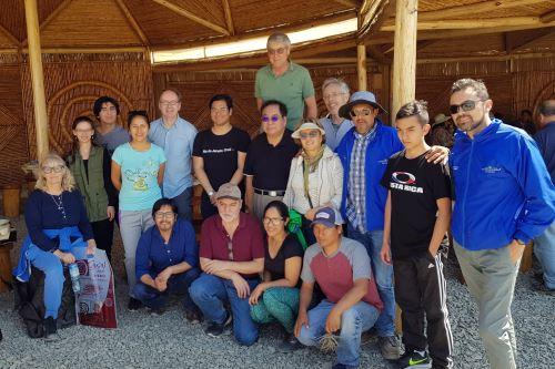 Expertos que participaron en el Congreso de Astrobiología visitaron el desierto de Caral.