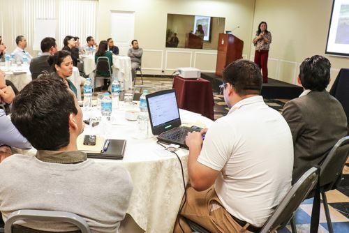 En la actividad participaron funcionarios y especialistas de diversas entidades públicas.