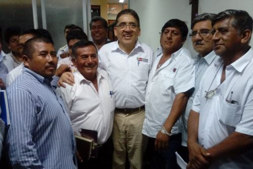 El viceministro de Políticas Agrarias, William Arteaga, se reunió con productores de mango del valle piurano de San Lorenzo.