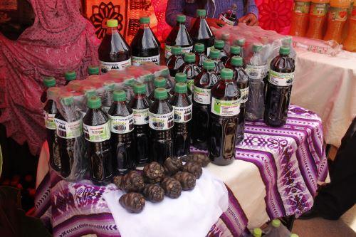 La bebida se elaboró a base de izaño negro, un tubérculo andino que se cultiva en Puno.