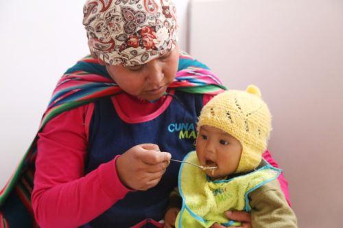 La suplementación con hierro en gotas es clave para la reducción de la anemia infantil.