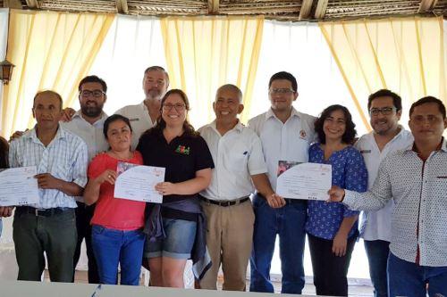 Gobierno Regional de San Martín entregó a los pobladores 413 certificados de plantaciones forestales.