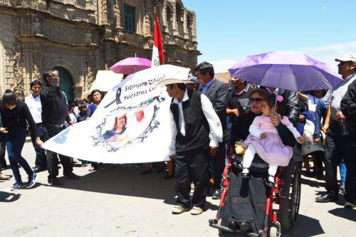 Pobladores se sumaron a cortejo fúnebre del alcalde electo de Asunción, asesinado el último domingo.