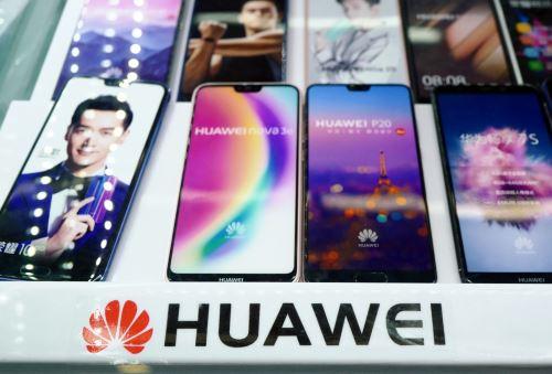 Logo de Huawei en una tienda de Shangai