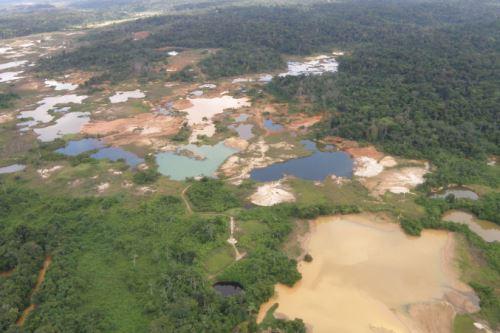 Los impactos de la minería ilegal ya se ven como graves violaciones a los derechos humanos, sostiene el estudio 'La Amazonía saqueada'.