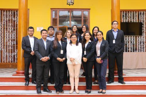 Equipo de trabajo de la Cámara de Comercio y Producción de La Libertad, que obtuvo la certificación oficial de la norma ISO 9001:2015 a nueve de sus procesos.