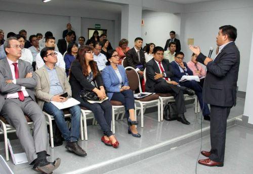 El director ejecutivo del programa Pensión 65, Julio Mendigure, participó en la reunión informativa de los programas sociales con los alcaldes electos de la región Cusco.