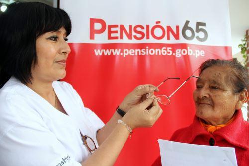 El programa Pensión 65 entregó lentes de medida y otros con protección UV a 2,454 afiliados.